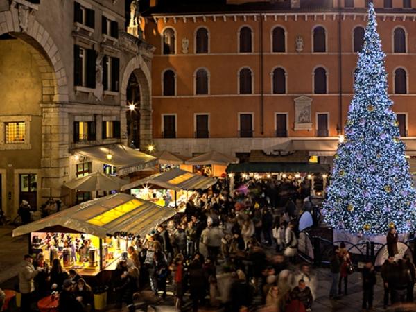 Immagini Di Verona A Natale.Eventi Di Verona Mercatini E Villaggio Di Natale