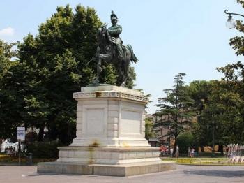 PIAZZA BRA (statua Vittorio Emanuele II)
