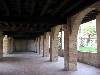CORTE DEL DUCA chiostro medievale
