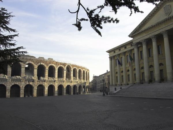 PIAZZA BRA (Arena e Palazzo Barbieri)