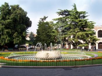 PIAZZA BRA | fontana Delle Alpi |