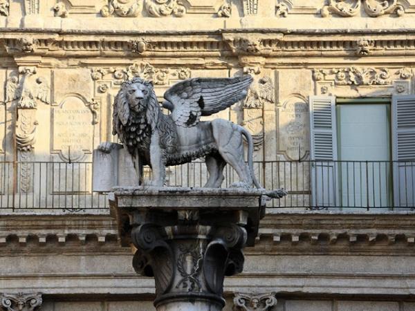 PIAZZA ERBE verona | colonna San Marco |