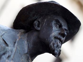 BERTO BARBARANI statua in Piazza Erbe