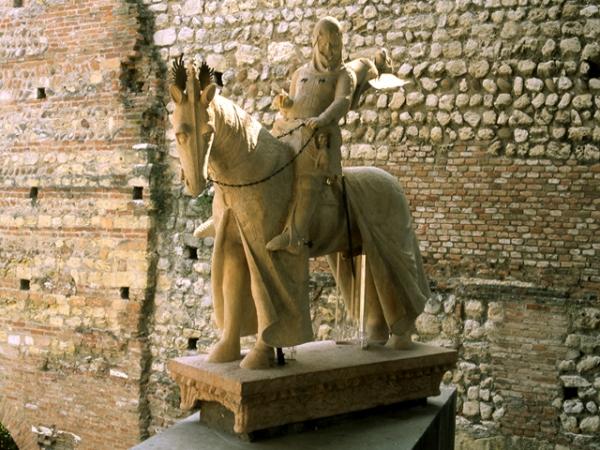 CASTELVECCHIO statua equestre di Cangrande