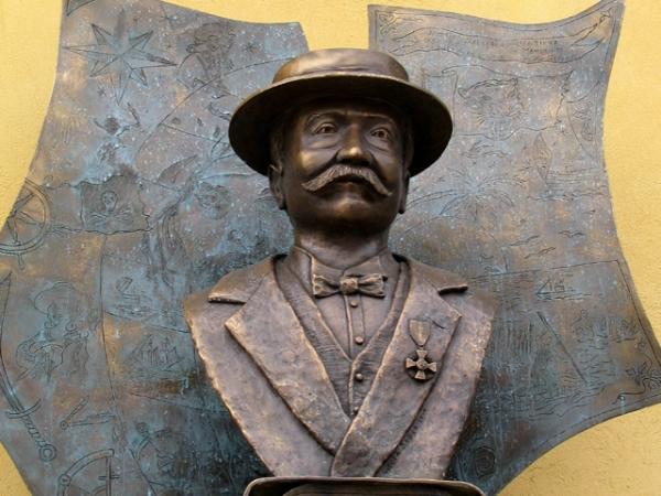 EMILIO SALGARI busto municipio Negrar
