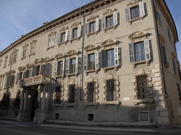 PALAZZO CARLOTTI in corso Cavour