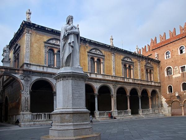 PIAZZA DEI SIGNORI loggia di Fra Giocondo