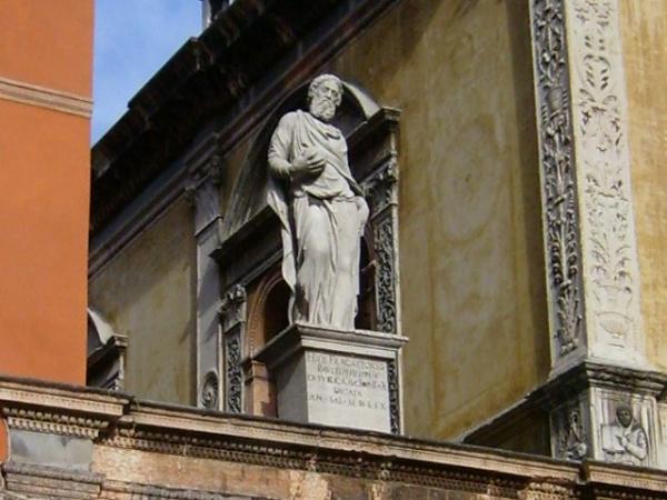 PIAZZA DEI SIGNORI statua Girolamo Fracastoro